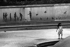 _DSF5754_ORIGINAL-FORMAT-3 (izumi masakazu) Tags: monochrome streetsnap flickr water light shadow mural girl walk white silhouette park bird landscape fountain 水 光 少女 女の子 散歩 白 白色 影 壁画 シルエット 公園 鳥 とり トリ 風景 景観 景色 噴水 people 人