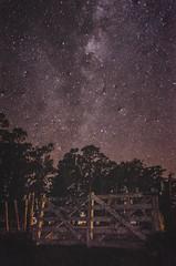 Tranquera cósmica (?) (edufortes) Tags: argentina night sky tranquera door