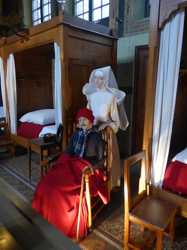 Hôtel-Dieu de Beaune - Salle Sainte-Hugues - dummys - nurse and patient