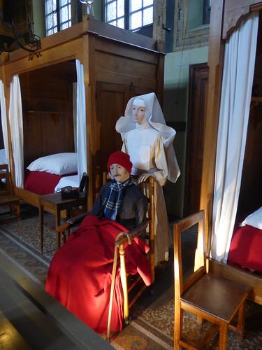 Hôtel-Dieu de Beaune - Salle Sainte-Hugues - dummys - nurse and patient