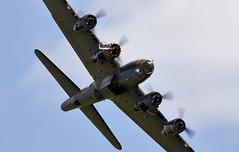 Flying Fortress (Bernie Condon) Tags: b17 boeing flyingfortress bomber ww2 usaaf us uk british shuttleworth collection oldwarden airfield airshow display aviation aircraft plane flying military warplane vintage preserved