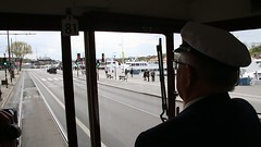 Stockholm_Straßenbahn_Fahrt_mit_der_Straßenbahn_entlang_des_Strandvägens_14_05_2017_MVI_9088 (Bernhard Kußmagk) Tags: stockholm europa europe sweden sverige video schweden strandvägen bonde eléctrico raitioliikenne sporvei sporvogn spårväg streetcar tram tramm tramvaiul trolley tramvay tramwaj villamos tramway tramwaje tranvia trikk трамвай τραμ tranbia ट्राम 市内電車 tranvía spårvagn tramvajus tramvajs tramvia tranvai raitiovaunu strasenbahn 有轨电车 bernhardkusmagk bernhardkussmagk kusmagk kussmagk normalspur 1435mm regelspur vollspur standardgauge voienormale kolejnormalnotorowa bitolapadrão normalspor normaalspoor европейскаяколея normalspår