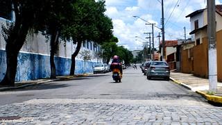 Just a street, any street... Apenas uma rua, qualquer rua ...