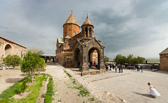 Mariages à Khor Virap (Vincent Rowell) Tags: raw armenia wedding church monastery khorvirap sigma816mm clouds southcaucasus2017 photoshopped