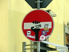 Senso vietato n°5 (scardeoni_fabrizio) Tags: segnale senso vietato stradale rosso