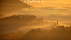 Despertares (Obikani) Tags: aramaio aramaiona pueblo village herria iglesia church eliza nubes clouds mar luz amanecer rayos rays sunrise trees flogg mist amazing nature landscape