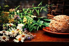 Rustic Scene (barbara_donders) Tags: rustiek tafereel tafel table bread brood boers plattelands bloemen flowers basket mand setting mooi prachtig beautifull magical aantafel