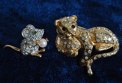 Playing Cat & Mouse (Smiffy'37) Tags: jewellery sparkly brooches objects glitz jewels smile saturday smileonsaturdayjewels