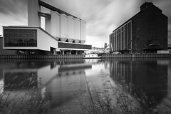 Berlin Westhafen 2017-06-05 (Pascal Volk) Tags: berlin mitte moabit westhafen nordufer binnenhafen westhafencanal westhafenkanal canal kanal whk bundeswasserstrase artinbw schwarz weis black white blackandwhite schwarzweis sw bw bnw langzeitbelichtung bulb longexposure largaexposición slowshutter poseb spiegelung reflexion reflection reflexión reflejo réflexion wasserspiegelung waterreflection reflexióndelagua inlandport puertointerior wideangle weitwinkel granangular superwideangle superweitwinkel ultrawideangle ultraweitwinkel ww wa sww swa uww uwa berlinmitte architecture architektur arquitectura canoneos6d canonef1635mmf4lisusm 16mm leefilters lee9ndsoft lee10stop leebigstopper nd1000x manfrotto mt055xpro3 468mgrc2 westharbour behala monochromemonday
