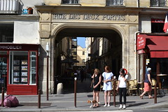 Space Invader (VRS_03) (Ausmoz) Tags: versailles street art streetart rue urbain urban mur murs wall walls installation installations decal decals mosaic mosaique mosaiques space invader « invaders » tile tiles vrs03