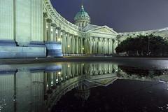 Kasaner Kathedrale St. Petersburg (ploh1) Tags: kasanerkathedrale stpetersburg russland spiegelung pfütze regenpfütze reflexion nachtaufnahme langzeitbelichtung beleuchtet lichter glaube religion