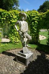 Statue of a gardener Sutton Park (Bolckow) Tags: suttonpark