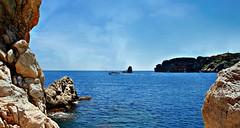 EL MAR (MIQUEL.... (POCO A POCO)) Tags: mar rocas nubes navegando l ´estartit