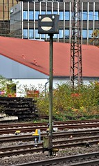 Düsseldorf Rath 28.10.2016 (The STB) Tags: railway eisenbahn bahn deutscheeisenbahn germanrailways railwaysignal signal mechanicalsignal eisenbahnsignal signale