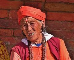 """NEPAL, Pashupatinath, Zu den Hindutempeln und Verbrennungsstätten,  Eine fremde Welt, 16318/8622 (roba66) Tags: reisen travel explore voyages roba66 visit urlaub nepal asien asia südasien kathmandu pashupatinath """"pashu pati nath"""" """"pashupati """"herr alles lebendigen"""" tempelstätte hinduismus shivaiten tempel verehrungsstätte shiva tradition religion menschen people leute frau woman portrait lady portraiture face gesicht"""