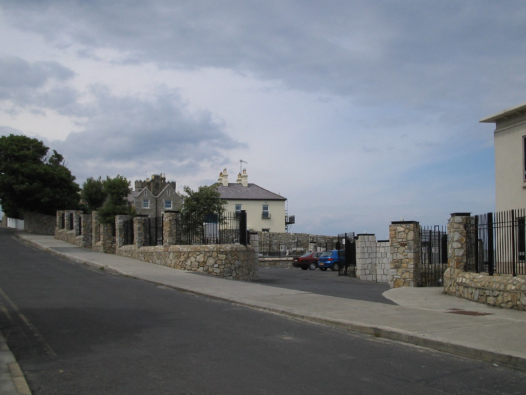 COLIEMORE ROAD IN DALKEY [PHOTOGRAPHED IN 2004]-129601