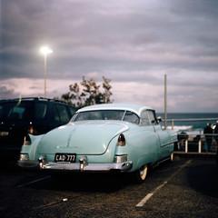 20100825-QJJR-#14.jpg (Exposive / Quentin Ricci) Tags: ciel old australia voiture ancienne sydney format bleu blue australie car 124g sky yashica parking moyen medium