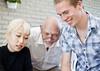 Snabblektion i koreanska (Anders Österberg) Tags: granddaddy morfar farfar crossgeneration learning corean koreanska mixedgenerations crossgenerations generationer