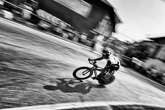 Colnago K Zero (fil.nove) Tags: ciclista crono bicidacrono professionista cronociriècaluso piemontetricolore2017 monocromo blackandwhite biancoenero strada street canon60d canon1022 grandangolo wideangle panning motionblur actionphoto actionsport sportphotographer speed velocità bike cyclist cyclingpro cyclingshots ombra shadow racebike bici uaeteamemirates filippoganna bicycleraces colnago colnagokzero