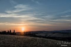 L'alba di un nuovo giorno (Elisa Valdambrini photography) Tags: 2017 alba canon color landscape panorama sanquirico toscana valdorcia sun pienza
