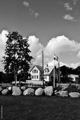 Estonie- Estonia (Sé198) Tags: sénamie steward 2016 photo noir blanc blanco negro white black estonia estonie kasmu viru folk festival house maison casa flag drapeau bandera