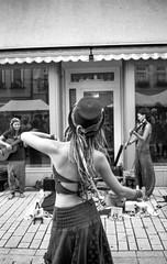 Folk-Dancing - Part I (_LWR_) Tags: 140 10minuten 35mm analog contaxt2 deutschland film ilforddelta100 r09 rudolstadt tff2017 thüringen rudolstadtfestival thuringia germany dancing folk music musik street contax einfarbig