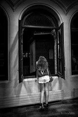 Muchacha en la ventana (kinojam) Tags: chica girl retrato portrait ventana window robado candid kino kinojam canon canon6d bn bw