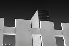 0556 - La Défense, 1975 (ikaune) Tags: nb bw noiretblanc blackandwhite ikaune argentic argentique monochrome rolleiflex paris ladéfense
