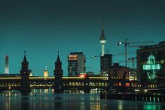 DSC06874-1_web (oolcgoo) Tags: sony slt alpha amount tamron sp 70200mm f28 fernsehturm television tower oberbaumbrücke berlin haupstadt germany muddastadt europe europa city cityscape citylights