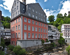 Red House (diarnst) Tags: eifel monschau haus house fluss river rur sonnig sunny