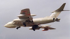 Handley Page Victor K.2 arrives at Binbrook for the 1987 airshow. (stcaamekid) Tags: rafbinbrook handleypage victor marham 55squadron tankers 1987 airshow xm715