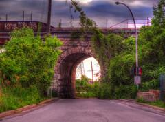Anglų lietuvių žodynas. Žodis bridge reiškia I1. n 1) tiltas; 2) kapitono tiltelis (laive); 2. v 1) statyti (tiltą); 2) jungti (tiltu); 3)perk. įveikti, nugalėti (kliūtis, sunkumus) IIn bridžas (kortų žaidimas) lietuviškai.