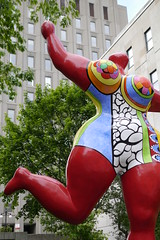 Niki de Saint Phalle, Nana danseuse (Rouge d'Orient-Bloum), 1995 (art_inthecity) Tags: publicart artpublic art montréal montreal canada peace paix labaladepourlapaix ruesherbrooke sculpturegarden sculpture metalsculpture métal metal nana woman femme rouge red colors nikidesaintphalle nanadanseuse