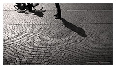 Conversation (GP Camera) Tags: nikond7100 nikonaf35mmf18g bicycle bicicletta persons persone legs gambe feet piedi pavingstone pavimentoinpietra porphyry porfido shadows ombre light luce lightandshadows lucieombre backlight controluce lighteffects effettidiluce textures trame shades sfumature allaperto vignetting depthoffield profonditàdicampo focus messaafuoco details dettagli conversation conversazione abstract astratto bw biancoenero monochrome monocromo whiteframe cornicebianca italy italia emiliaromagna darktable gimp opensource freesoftware softwarelibero digitalprocessing elaborazionedigitale