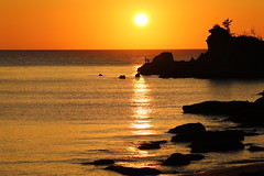 Sunset (Teruhide Tomori) Tags: water sky beach coast seashore shore kyoto tango yuhigaura landscape nature ocean japan japon sunset twilight sea 京都 京丹後 夕日が浦海岸 網野 amino トワイライト 日没 夕方 日本 砂浜 ビーチ 丹後半島 rock sun