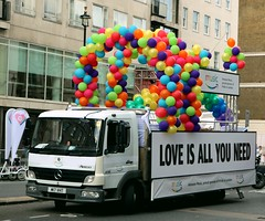 Love Is All You Need - Pride London 2017 (Waterford_Man) Tags: m17vht loveisallyouneed amazon pridelondon2017 balloons