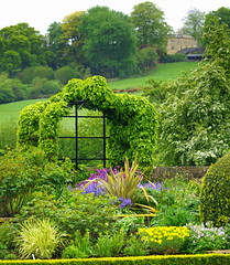 Bourton House Gardens (Jayembee69) Tags: bourtononthehill garden gardens bourtonhouse cotswold cotswolds touristattraction visitorattraction glos gloucestershire english england britain british uk unitedkingdom topiary
