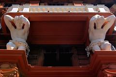 Incatenati (meghimeg) Tags: 2017 genova balcone balcony talamoni rosso palazzo building