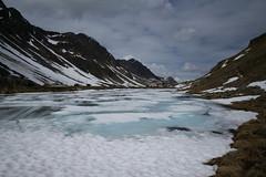 Lai Nair @ Pass dal Flüela (Toni_V) Tags: m2404418 rangefinder digitalrangefinder messsucher leicam leica mp typ240 type240 28mm elmaritm12828asph hiking wanderung randonnée escursione alps alpen flüelapass lainair passdalflüela suschflüelapassdavos graubünden grisons grischun switzerland schweiz suisse svizzera svizra europe snow schnee ice eis mountainlake bergsee clouds wolken ©toniv 2017 170610