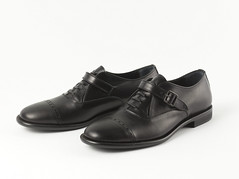 85557-12 (Palais Galliera projet éditorial) Tags: chaussure pairedechaussures modemasculine accessoiredemode chaussurepourhomme chaussurederby noir chaussureencuir