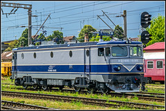 91-53-0-40-0863-3 (Zoly060-DA) Tags: romania cluj napoca electroputere craiova co 5100 kw electric locomotive asea sweden license scrl brasov repaired depot cfr calatori passenger service 40 0863 3 express livery railway rails vechicle blue grey green white red brown cloud cloudy lines vires signal stopped light engine