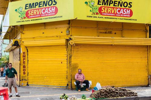 Street scene in San José, Costa Rica - © 2017 Jean-François Schmitz