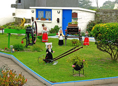 Brittany (France). Isle of Batz. Dolls at the Garden (Margnac) Tags: margnac jeanpaul digilux colors couleurs bretagne finistère dolls poupéesile de batzisle batz brittany france