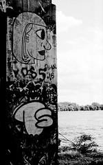 Graffiti Pier_011_01 (mujetdebois) Tags: halideproject 35mm canonelan100 ilfordfp4plus400 graffitipier blackandwhite analogphotography biancoenero blackandwhitephotography filmisnotdead filmlives graffiti filmphotography monochrome negroyblanco noirblanc schwarzundweis streetart streetportrait черноеибелое