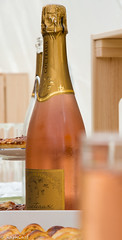 (RaphCass) Tags: bubble sparkling 2017 juin d3200 nikon bouteille bottle pink rosé bulle pétillant wedding mariage