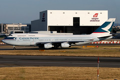 Cathay Pacific | Boeing 747-400 | B-HUE | London Heathrow (Dennis HKG) Tags: cathay cathaypacific cx cpa boeing 747 747400 boeing747 boeing747400 aircraft airplane airport plane planespotting london heathrow egll lhr bhue oneworld canon 30d 70200