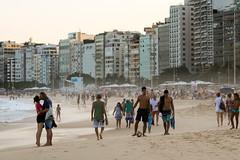 "Praia de Copacabana (or ""the kiss"") (Johnny Photofucker) Tags: riodejaneiro rj praia beach spiaggia playa copacabana lightroom 70200mm tarde areia arena sabbia sand brasil brazil brasile people gente pessoa pessoas beijo bacio kiss streetphotography"