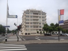 Nirwana (Nobo Sprits) Tags: benoordenhoutseweg willem witsenplein nirwana flat building van alkemadelaan den haag the hague la haye mondriaan mondrian flag haya holland paysbas