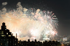 4th of July 2017 Macy's Fireworks-91 (Diacritical) Tags: brooklyn nycmacys nikond4 pattern 70200mmf28 30secatf71 july42017 85309pm f71 195mm 4thofjuly fireworks macysfireworks nyc night skyline