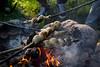 Kettukallion elämystila, stick buns over campfire